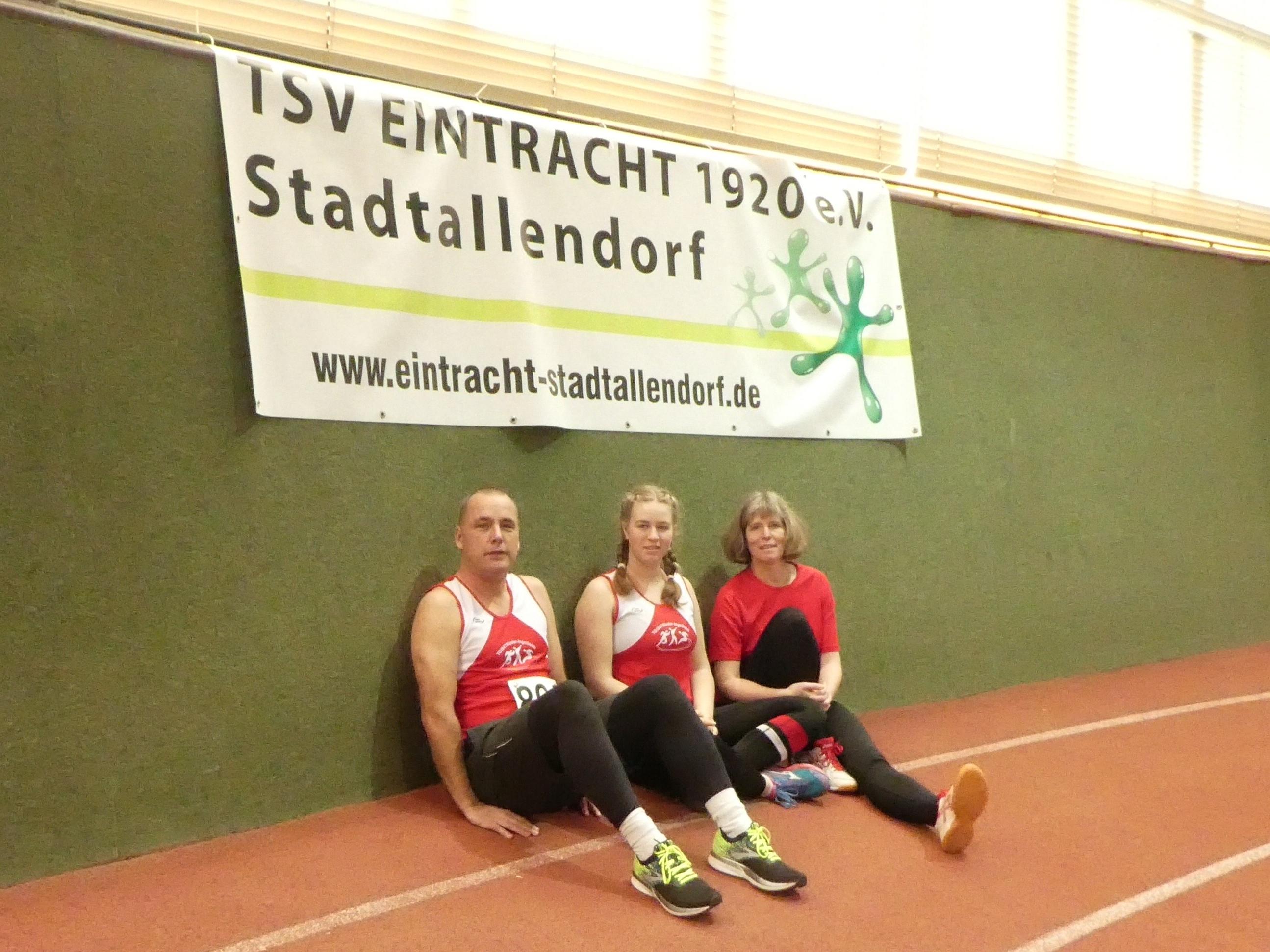 Konstantin Boje, Katharina Hassemer und Hildegard Hassemer bei den Regionalen Hallenmeisterschaften in Stadtallendorf am 15.2.2020