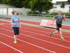 Hildegard Hassemer und Mario Krause beim Sprinten